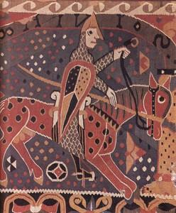 Soturin kuva 1100-luvun seinävaatteesta Baldisholin sauvakirkosta Norjasta. Soturi voisi olla Geir Karhu, josta sittemmin tuli Saksalaisen Bergan linnan kreivi. Varustus on sama kuin ajan normanneilla. olivathan normannit alun perin viikinkejä, pohjanmiehiä. Huomaa ratsastajan kannus. Se oli uusi keksintö, joka mahdollisti sodankäynnin ratsain ja ratsuritarin kehittymisen.
